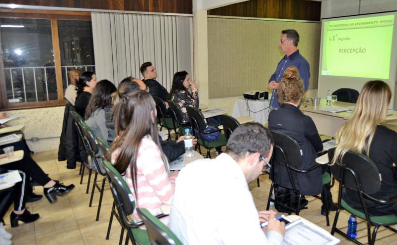 Leandro Notari Gatto Ministra Curso Na CDL BG (2)
