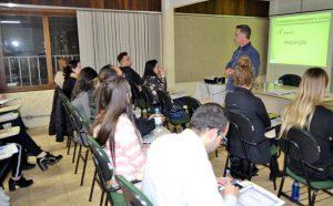 Leandro Notari Gatto ministra curso na CDL-BG